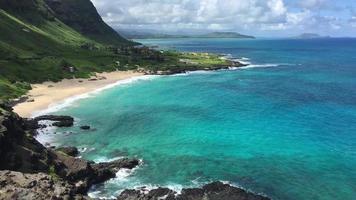 costa hawaiana rocosa vista desde la autopista h-1