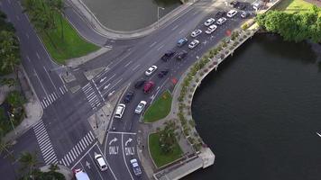 Over-head shot of traffic in Honolulu, Hawaii 4K