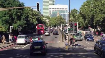 conduciendo por las calles de londres time lapse 720p video