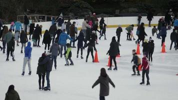 patinação no gelo no parque central
