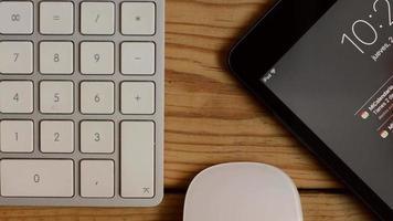 mesa y dispositivos