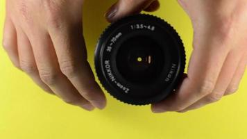 apertura de la lente de la cámara.