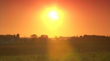 puesta de sol de tierras de cultivo amish