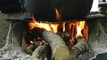 madeira e fogo video