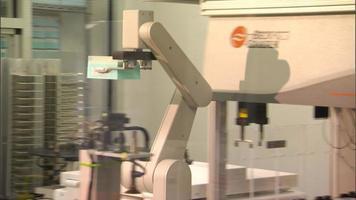 braço robótico de laboratório deslizante video
