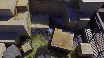 cubiertas de cascada en vista hacia abajo video