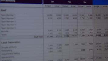 video de hoja de cálculo en una pantalla de computadora