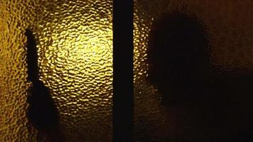 ombre di Halloween nella finestra