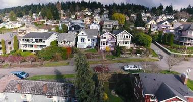 imágenes de drones que revelan un gran vecindario