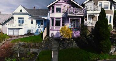 filmagem de drone revelando um bairro video