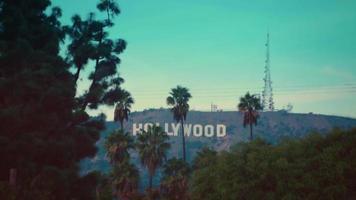 foto estática da placa de hollywood com as palmas das mãos de los angeles em 4k