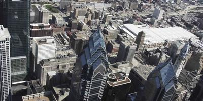 Tir de drone aérien 4k de bâtiments Liberty Place à Philadelphie video