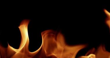 padrão aquecido formado com lindo fogo em câmera lenta 4k video