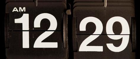 cambio de reloj retro de 12:29 am a 12:30 am en 4k