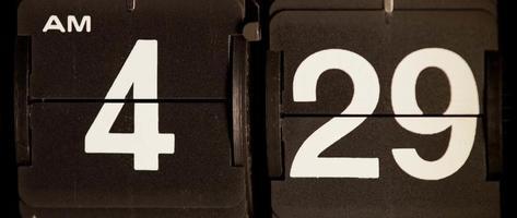 cambio de reloj retro de 04:29 am a 04:30 am en 4k