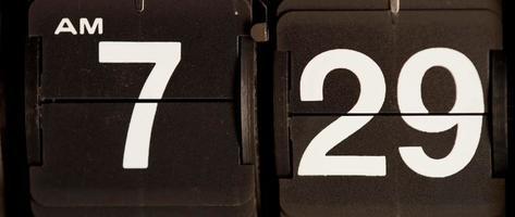 relógio flip retro mudando das 7h29 às 7h30 em 4k video