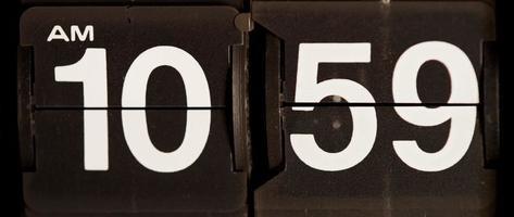 retro flip clock mudando das 10h59 às 11h em 4k video