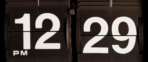 cambio de reloj retro de 12:29 pm a 12:30 pm en 4k