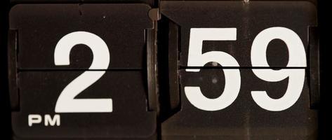 cambio de reloj retro de 02:59 pm a 03:00 pm en 4k