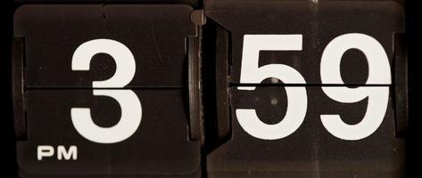 retro flip clock mudando das 15:59 às 16:00 em 4k video