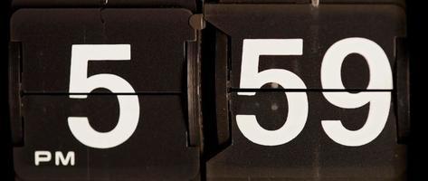 cambio de reloj retro de 05:59 pm a 06:00 pm en 4k