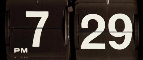 cambio de reloj retro de 07:29 pm a 07:30 pm en 4k