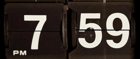 retro flip clock mudando das 19:59 às 20:00 em 4k video