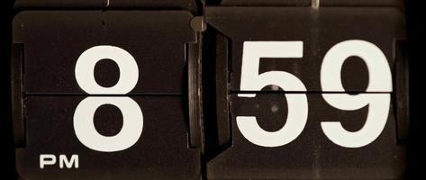 cambio de reloj retro de 08:59 pm a 09:00 pm en 4k