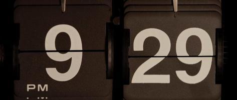 cambio de reloj retro de 09:29 pm a 09:30 pm en 4k