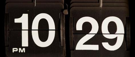 cambio de reloj retro de 10:29 pm a 10:30 pm en 4k