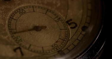 close-up extremo do ponteiro dos segundos movendo-se vinte e dois minutos, começando no segundo 10 em um lapso de tempo de 4k video