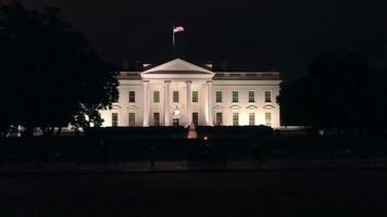maison blanche la nuit 4k
