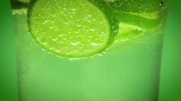 água mineral e cal video