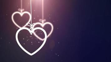 Corazones de San Valentín de papel cayendo colgando sobre una cadena de fondo azul video