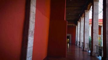 colonnes du musée jose luis cuevas