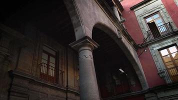 Columna redonda del edificio histórico en México