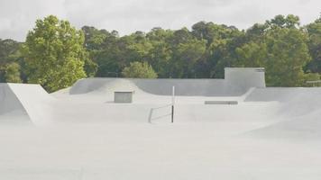 foto de viagem do skate park em um dia ensolarado video