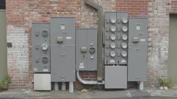 clipe portátil de medidores de energia em becos da Geórgia video