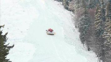 pista de esquí con un rodillo