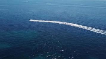 drone segue il jet ski 4k video