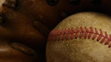 Disparo giratorio de béisbol degradado y guante de béisbol 005
