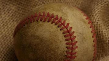 Disparo giratorio de béisbol degradado y guante de béisbol 006