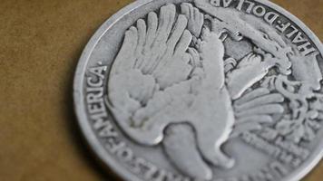 girato stock footage rotante di monete americane antiche - denaro 0081