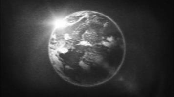 planeta tierra en filtro de tv retro en blanco y negro video