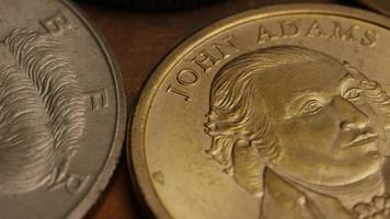 girato stock footage rotante di monete monetarie americane - denaro 0353