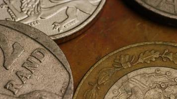girato stock footage rotante di monete monetarie internazionali - denaro 0368