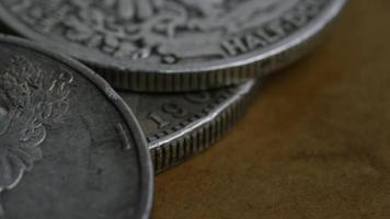 girato stock footage rotante di monete americane antiche - denaro 0098