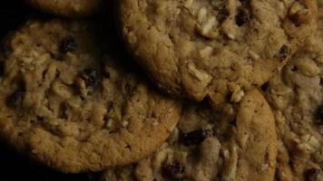 Plano cinematográfico giratorio de galletas en un plato - galletas 163
