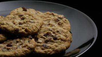 Plano cinematográfico giratorio de galletas en un plato - galletas 173