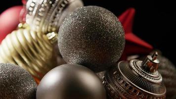 Plano cinematográfico y giratorio de adornos navideños - Navidad 001